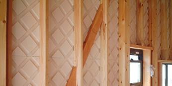 通気層を持つ外張り断熱材(Cmボード)